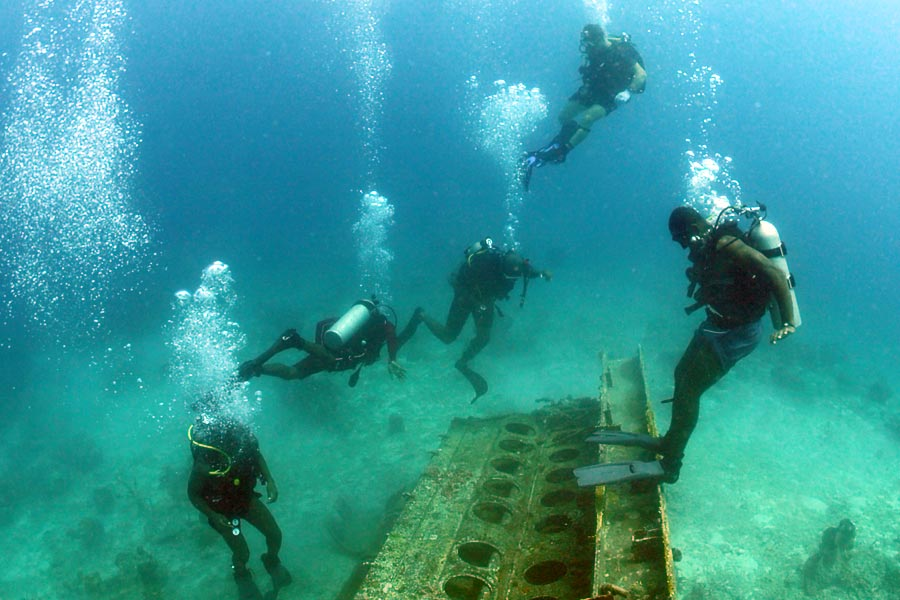 Wreck dive in Barbados © Official US Navy Imagery - Flickr Creative Commons