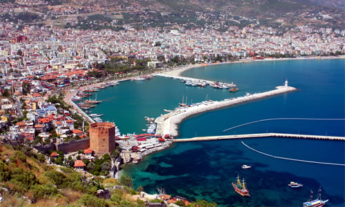 Alanya Bay and the Red Tower © Vasilyev | Dreamstime.com