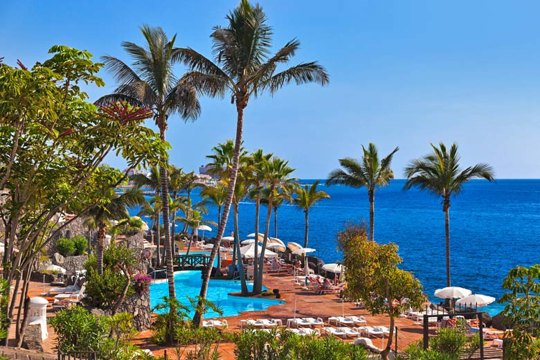 Beach club pool by the sea, Tenerife © Nikolai Sorokin - Fotolia.com