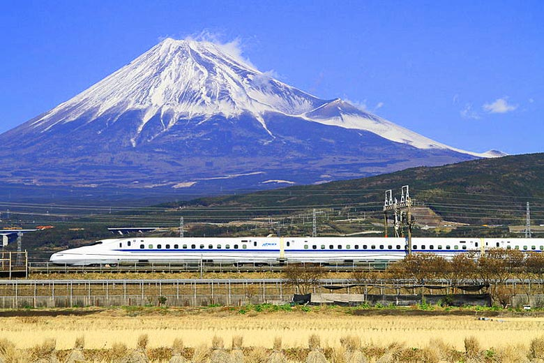 Bullet train speeding past Mount Fuji, Japan © Tansaisuketti - Wikimedia Commons