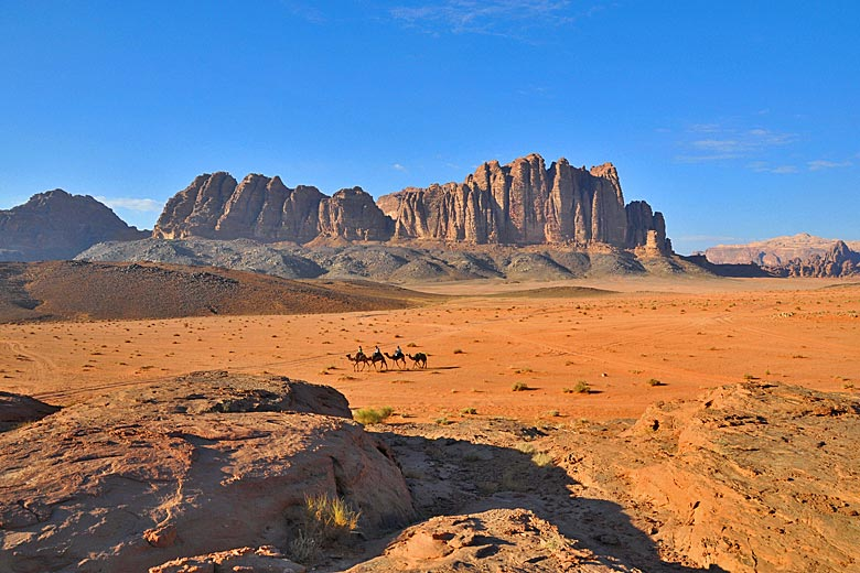 Camel safari in Wadi Rum, Jordan © Hiking in Jordan - Flickr Creative Creative Commons