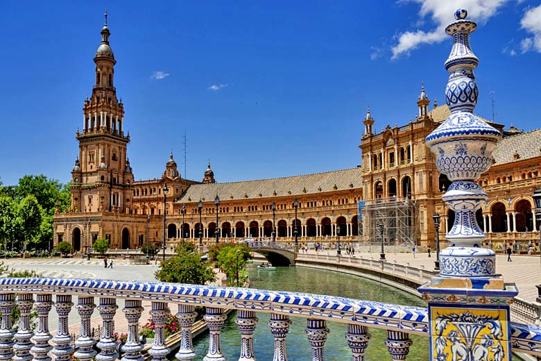 May is the ideal month to explore Seville in Spain © Nikokvfrmoto - Fotolia.com
