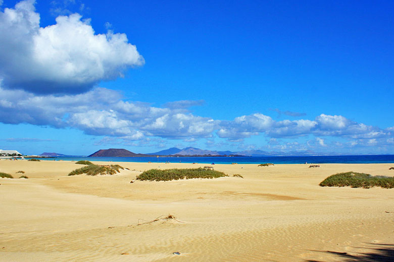 Fuerteventura weather - sand sea and sky © Andy Mitchell - Wikimedia Commons