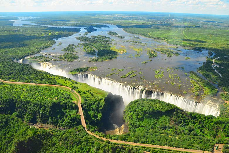 Helicopter flight over Victoria Falls © Catherine Falconer - Dreamstime