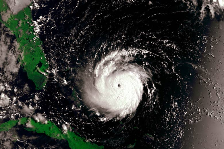 Hurricane Andrew centred 650 kms from Miami - satellite image courtesy of NOAA