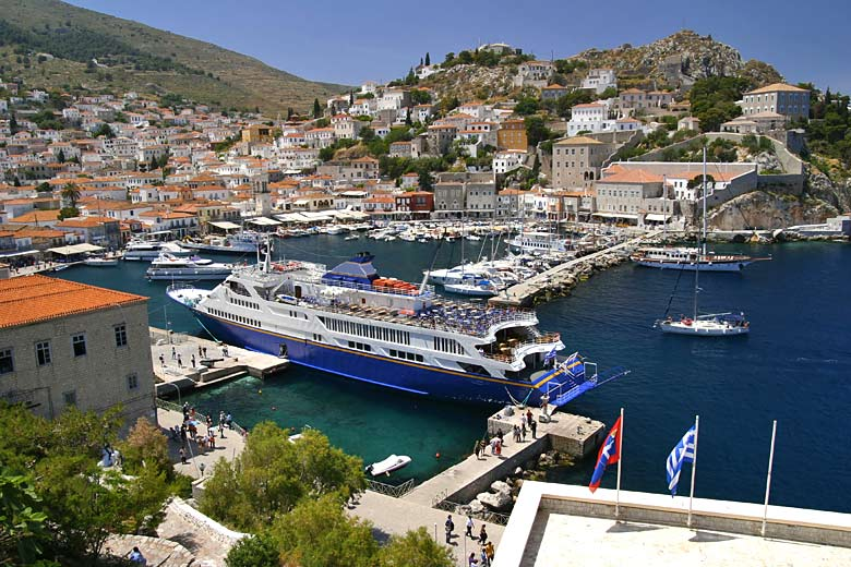 The romantic Greek island of Hydra © Dr. Le Thanh Hung - Shutterstock