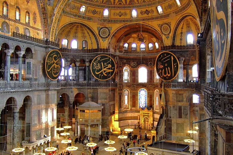 The magnificent interior of the Hagia Sophia in Istanbul © Brian Suda - Flickr Creative Commons