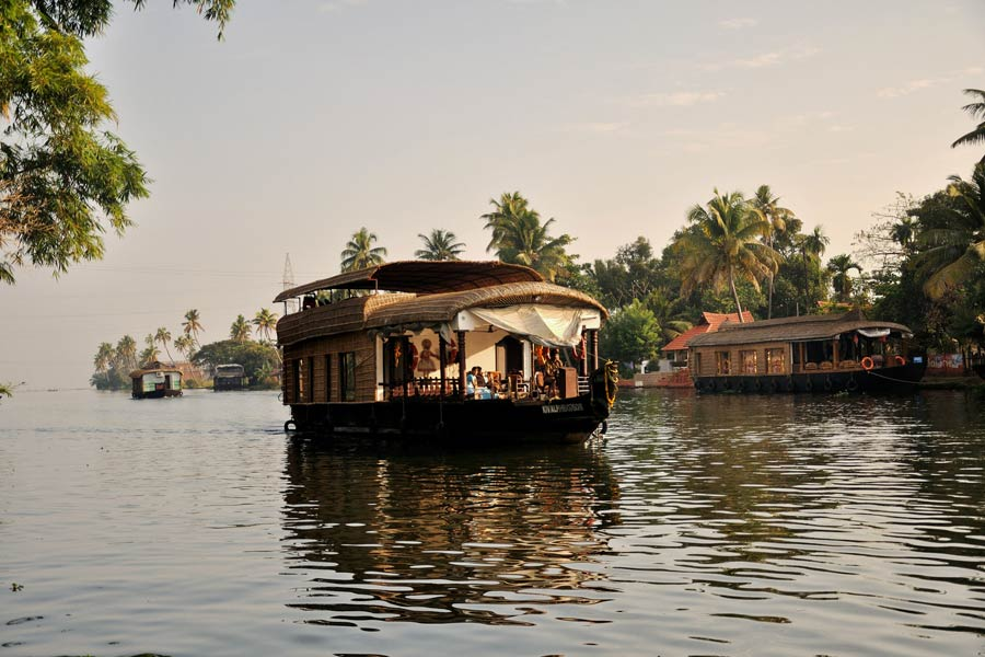 Kerala Backwaters houseboat © Amit Rawat - Flickr Creative Commons