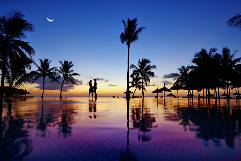 Romantic honeymoon sunset in Mauritius © MNStudio - Fotolia.com