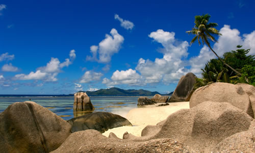 Stones and rocks on Seychelles © Nikolay Postnikov