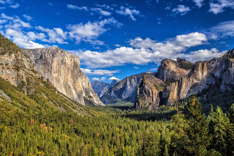 Summer in Yosemite National Park, California © f11photo - Fotolia.com