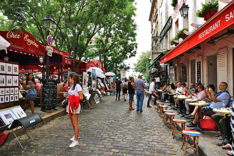 Summer on the streets of Paris © Nicola Young - Flickr Creative Commons