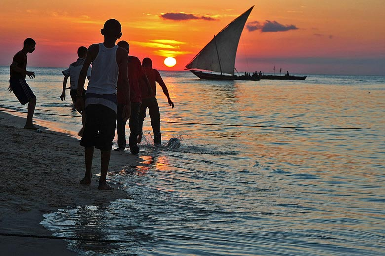 Sunset in Zanzibar © Iriano Dinelli - Wikimedia Creative Commons