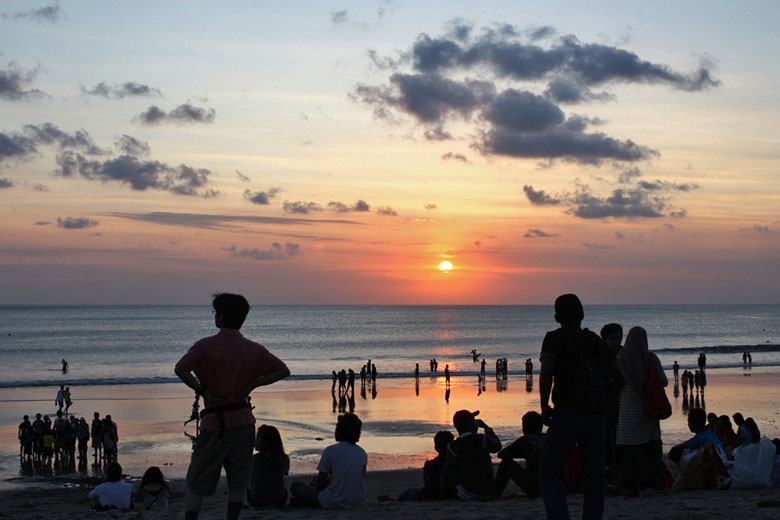 Watching the sunset on Kuta Beach © Mark Doliner - Flickr Creative Commons