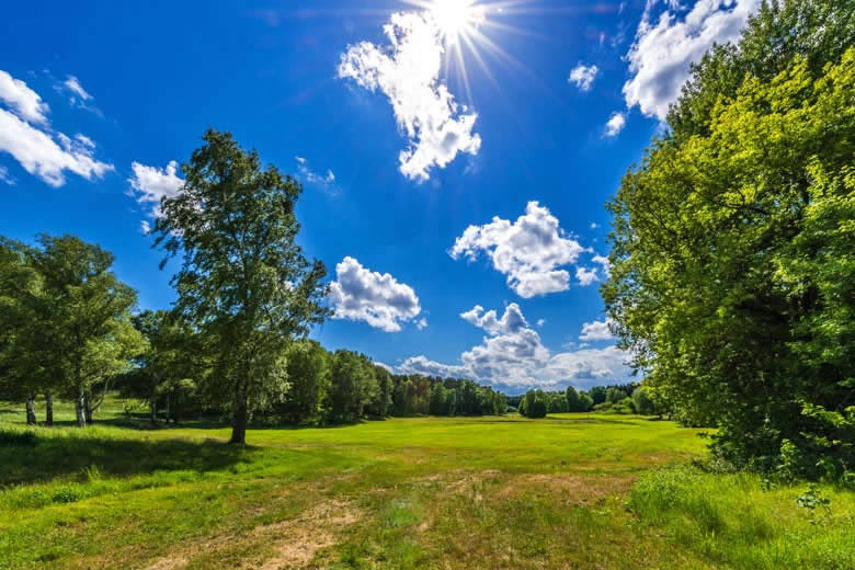 Sunshine Hours: Where & When Is It Sunniest For Holidays?