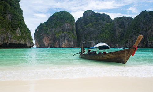 Fishing boat on Thailand beach © Martin Valigursky
