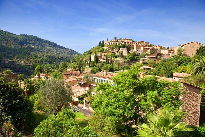 The town of Deia in Majorca © Antbphotos - Fotolia.com