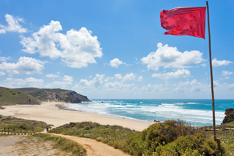 West-facing windy beach in the Algarve © Tagstiles - Fotolia.com